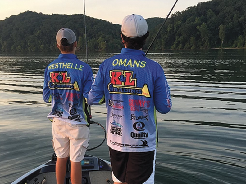 Dylan+Westhelle+and+senior+Fisher+Omans+compete+at+the+High+School+World+Finals+on+Pickwick+Lake+in+Alabama+in+June+2016.