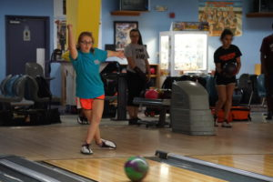 Bowling teams celebrate winning season