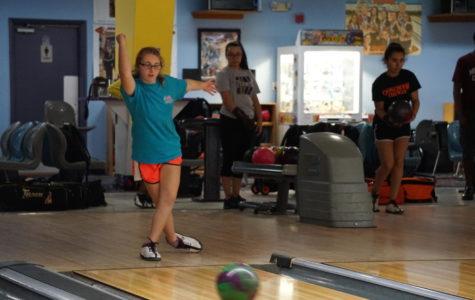 Bowling teams celebrate winning season