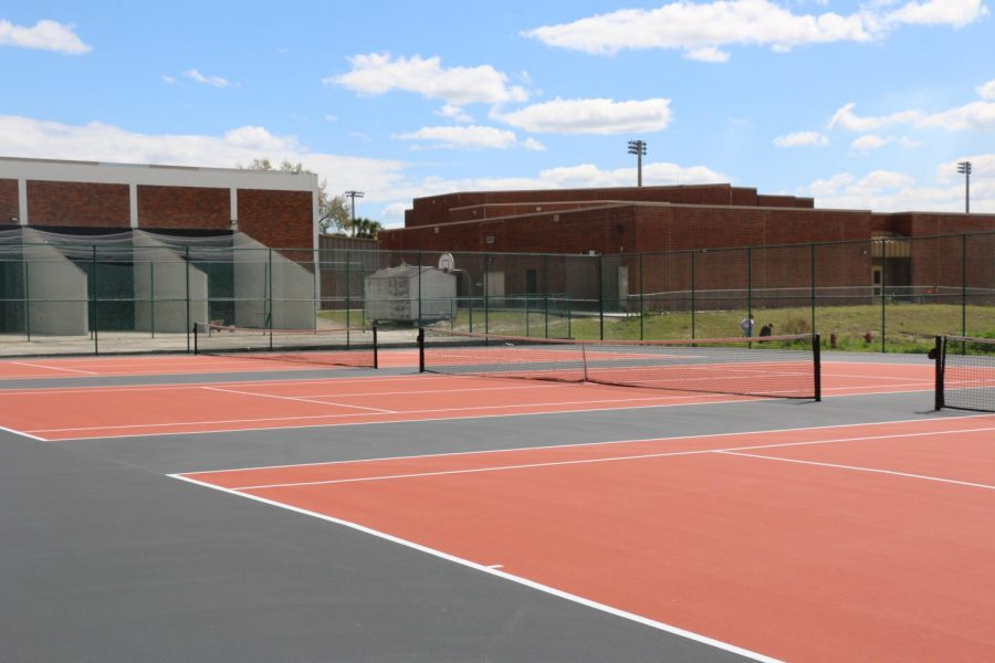 NEW+COURTS.+The+new+tennis+courts%2C+installed+in+Oviedo+High+School+colors%2C%0Aare+seen+here.